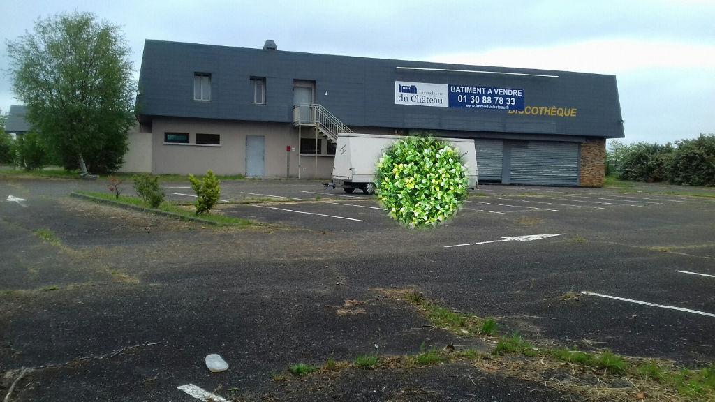 Visible de la N10 - RAMBOUILLET - Bâtiment 660 m² - 3800 m² terrain