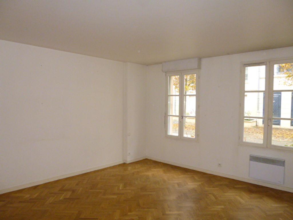 T2 Hyper centre Rambouillet 42.39 m²